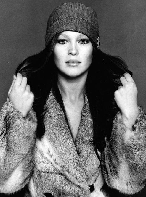 Josefa Flores González, más conocida como Marisol, es una actriz y cantante española