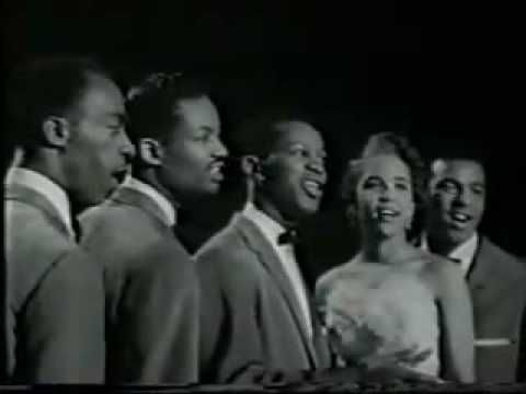 ▶ The Platters The Great Pretender - YouTube