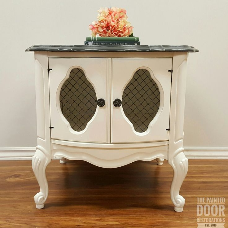 French Barrel Table www.thepainteddoorrestorations.com  www.facebook.com/thepainteddoorrestorations  www.instagram.com/thepainteddoorrestorations  Pinterest: The Painted Door Restorations  #paintedfurniture  #cottagepaint #white #anchorgrey #barreltable #frenchfurniture #sidetable #livingroomfurniture #livingroom #nightstand #bedroomdecor #bedroom #bedroomset #frenchfurniture #frenchtable