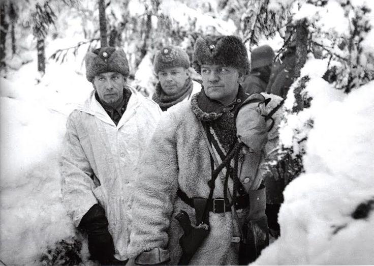Aaro Pajari (oik.) sekä pataljoonankomentajat Ilmari Laakso Kauno Turkka Tolvajärvellä.