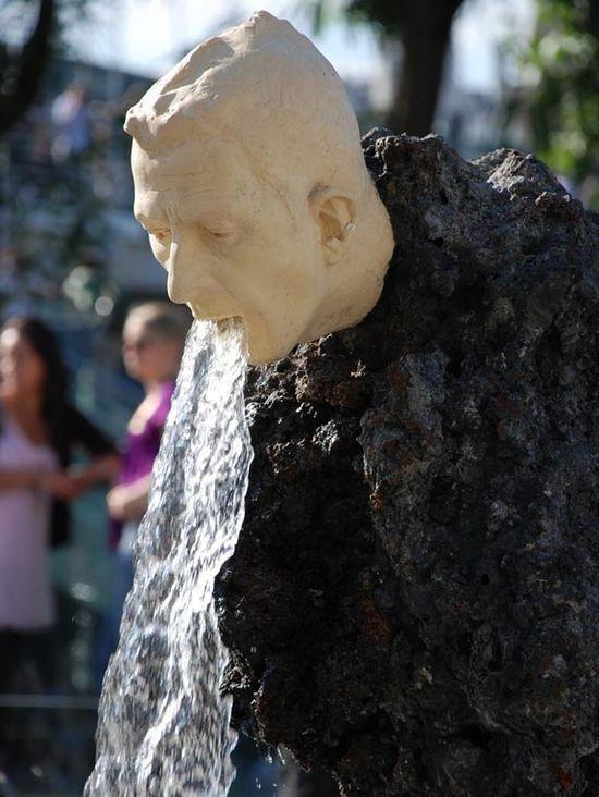 Singular creative street sculpture design
