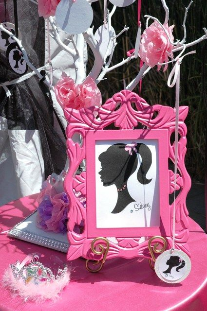 Décor at a Barbie Party #Barbie #partydecor