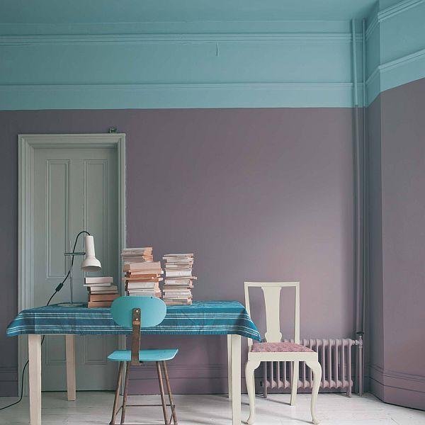 Een lichtere en koele kleur maakt dat je plafond hoger lijkt