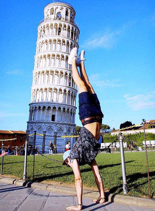 Alfie Deyes. Hahaha now that's how you take a picture with the leaning tower of Pisa.