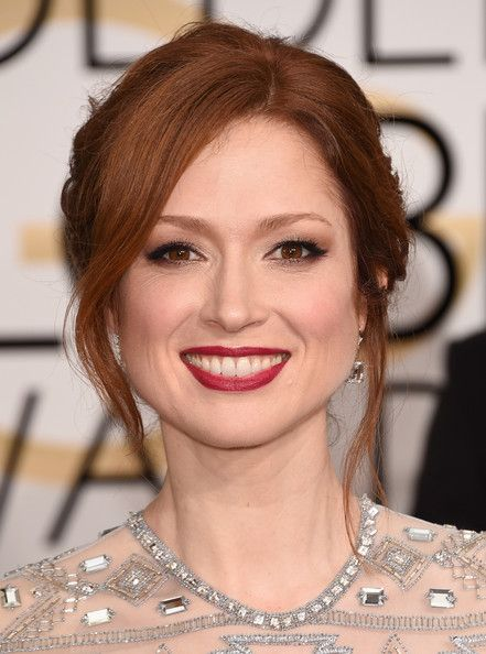 Ellie Kemper Loose Bun - Ellie Kemper attended the Golden Globes wearing a…