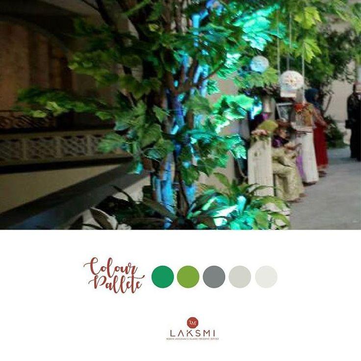 Suasana rustic yang romantis bisa dipindah ke gedung Masjid Al Akbar Surabaya loh dear . . .   Pesta pernikahan dengan tema rustic biasanya dilakukan di luar ruangan seperti taman, halaman hotel atau restoran yg bertemakan outdoor  .  Namun jika kamu menginginkan dekorasi rustic di dalam gedung, @laksmidecoration bisa membantu