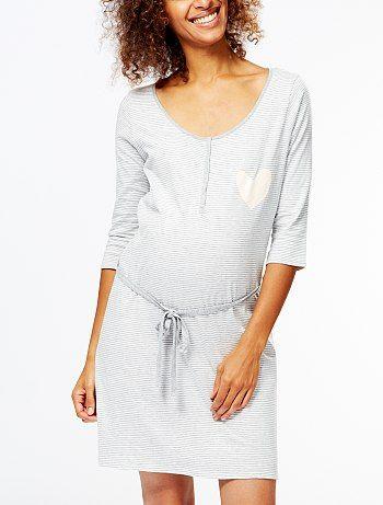 Chemise de nuit d'allaitement Grossesse 14,00€ Pyjama Pratique pour les moments avec bébé ! - Chemise de nuit fluide - Manches longues - Col rond - Ouverture pressi