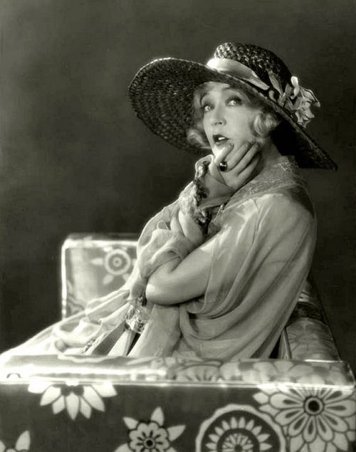"Mae Murray.Mae Murray (May 10, 1889 – March 23, 1965) was an American actress, dancer, film producer, and screenwriter. Murray rose to fame during the silent film era and was known as ""The Girl with the Bee-Stung Lips"" and ""The Gardenia of the Screen"".  From Wikipedia"