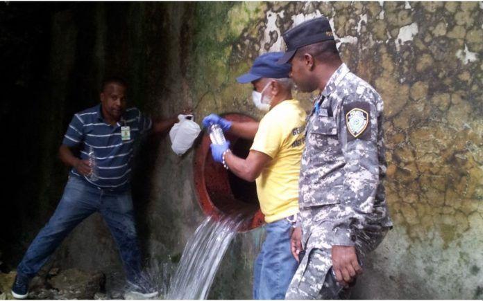 Técnicos de Salud descartan materias extrañas en aguas de acueductos de Barahona