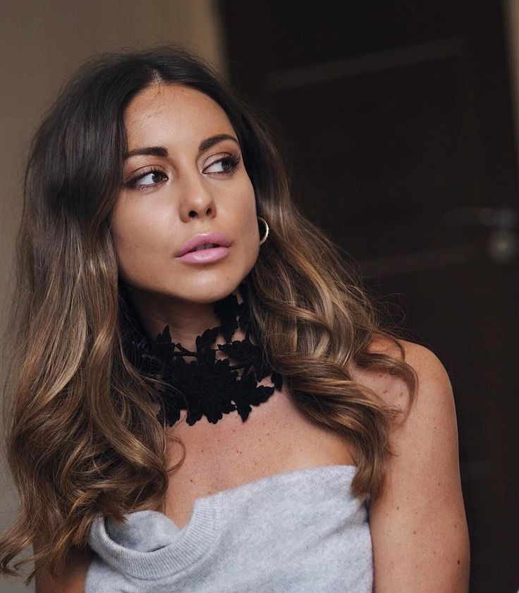 "10.4k Likes, 56 Comments - Louise Thompson (@louise.thompson) on Instagram: ""⚡️Lace Choker @jessicachoaycollection hair @ademoygur at @erroldouglasldn """