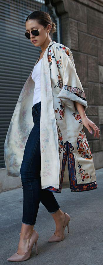 Floral Kimono Outfits: Karla is wearing a vintage silk floral kimono