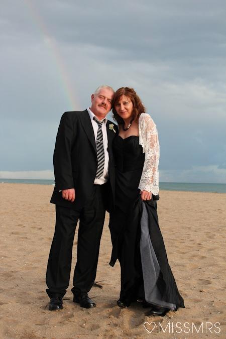 #labodadeEA   Novia. Novio. Vestido de novia negro. Playa. Arco iris.  Bride. Groom. Black wedding dress. Beach. Rainbow.