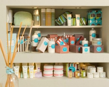 Στο κατάστημά μας θα βρείτε επιλεγμένα προϊόντα από τις καλύτερες εταιρίες φροντίδας.  Πολύ σύντομα ένας ολοκληρωμένος κατάλογος προϊόντων θα είναι στη διάθεσή σας για να επιλέξετε αυτά που θα κάνουν την καθημερινότητά σας ξεχωριστή...