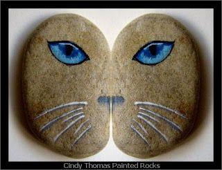 Найти камни, которые точно соответствуют по форме и размеру и покраска левой и правой стороны лица. Затем смешивать и сочетать для рожи котенка Клей половину лица каменистый котенка к палке и использовать для закладки или растительного аксессуар Вместо того чтобы оставить естественный цвет камня, краски рок-черный, белый, ситец и т.д., прежде чем добавлять нос, усы и глаза. Поместите половину лица котенка камень стратегически в саду, так это выглядит как кошка прячется среди зелени…