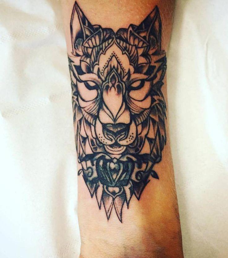 Photo extraite de Tatouage loup : 20 modèles pour un tatouage femme (20 photos)