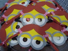 mascaras de goma eva de minions nena
