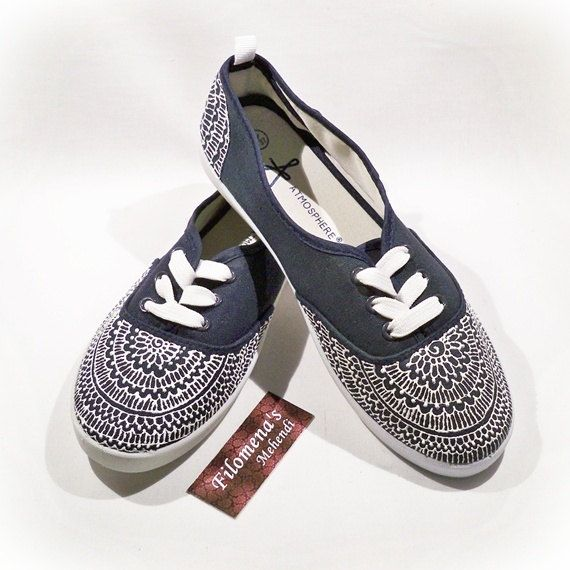 Hand painted shoes, Canvas, Painted shoes, Henna Toms, Henna shoes, Scarpe indiane, Scarpe, Bemalte schuhe, Mandala shoes, White and blue
