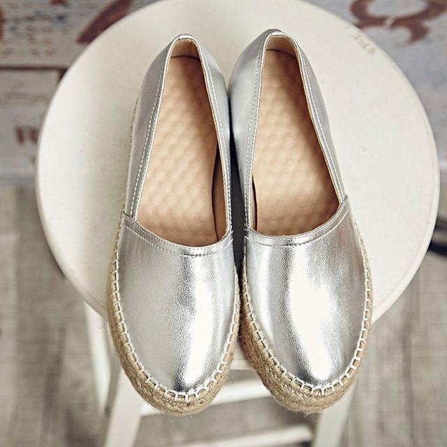 2016 mujeres planos del cuero genuino mujer zapatos resbalón en los holgazanes mujer plataforma zapato plano oro plata alpargatas mujeres chales