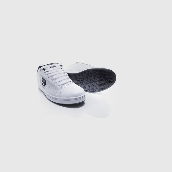 Sebastian Komicz's Portfolio - #products #sneakers #white #etnies #pachshot #photography