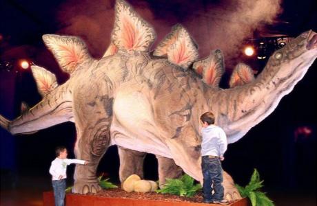 Exposición sobre dinosaurios y el hombre neandertal en Nou Campanar