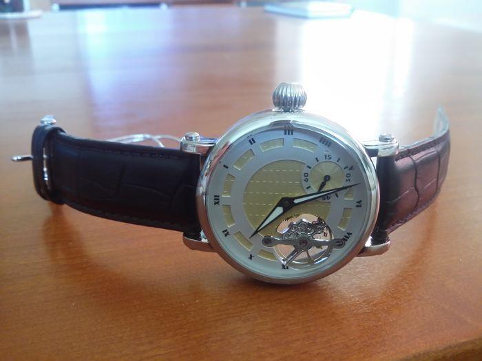 Rougois skelet RSL33-BLK Open hart Mens watch Limited Edition 2016  Rougois mannen RSL33-BLK Open hart Jeweled mechanisch uurwerk Skeleton horlogeProductbeschrijving:Een skelet dial vitrines de juwelen mechanisch uurwerk op deze prachtige Rougois mannen RSL33 horloge terwijl een zwart lederen riem en roestvrij stalen behuizing geeft het horloge een klassieke stijl die met elke garderobe werkt. Het horloge wijzerplaat functies grote verlichte handen voor eenvoudige leesbaarheid in bijna alle…
