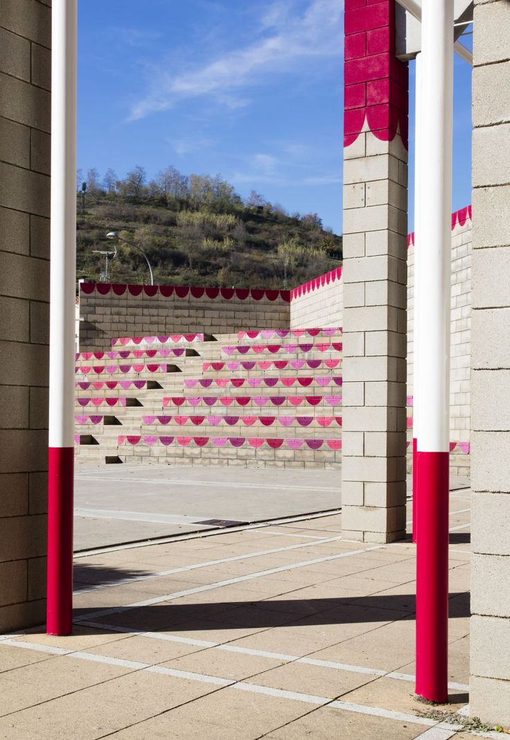 unparelld'arquitectes . Dressing up the Square . Olot  (5)