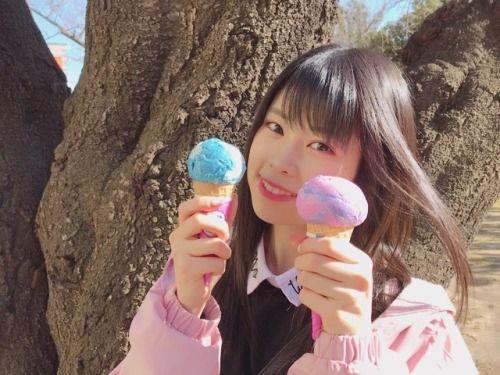 お仕事の前にいいお天気だったから外で食べた コットンキャンディと期間限定のやつ . 甘いものは最高 . #スーパーフ... #Team8 #AKB48 #Instagram #InstaUpdate