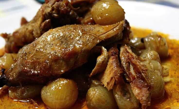 Κοτόπουλο χωριάτικο στιφάδο      Υλικά 1 κοτόπουλο χωριάτικο (1½ κιλό, περίπου) 4 σκελίδες...
