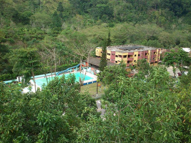 Un receso para un pueblo en la única piscina de Rionegro, Santander.