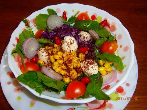 Salata de rucola cu mozzarella - http://www.gustos.ro/retete-culinare/salata-de-rucola-cu-mozzarella-1.html