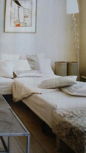 Soffa av säng