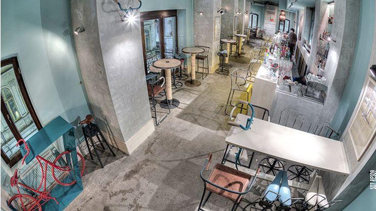 En un #restaurante, todos los elementos deben reforzar el mismo #concepto, desde la #comida hasta el #espacio contribuyen a hacer de cada visita una #experiencia única.  #restaurant #diseño #design #arquitectura #architecture #imagen  #Bicycle #Bar, #Rumania