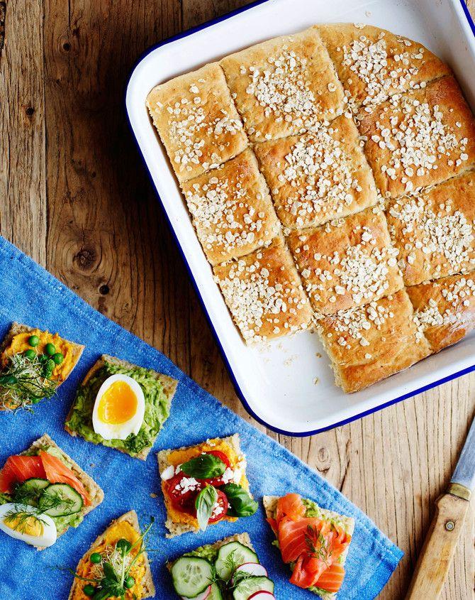 Pelti viittaa tämän kuohkean ja pehmoisen leivän osalta vain kypsennysastiaan. Kuohkea rakenne ei kuitenkaan tarkoita tuntien puurtamista leivontahommissa: