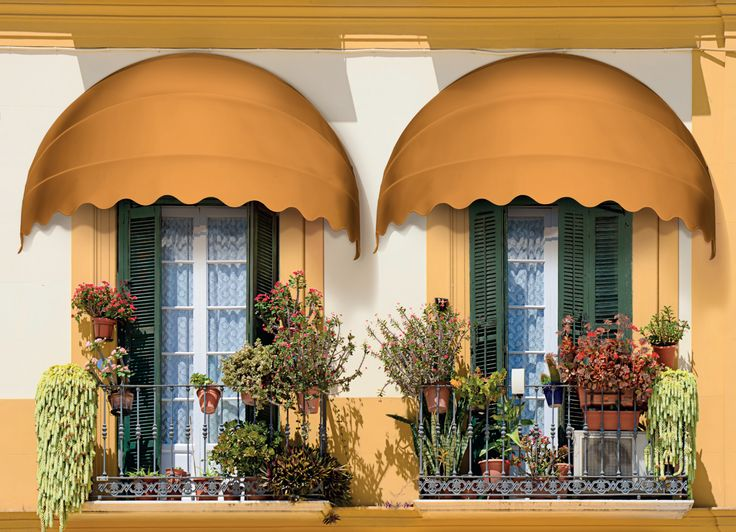Tende da sole CE4, cappottine richiudibili dal design classico, particolarmente indicate per accompagnare forme architettoniche tondeggianti (http://arquati.it/tende-da-sole/ce4-ce5/). CE4 - Flat profile closable canopy. Particularly suitable to accompany round architectonic shapes or to enhance aesthetics of homes (http://arquati.it/tende-da-sole/ce4-ce5/).