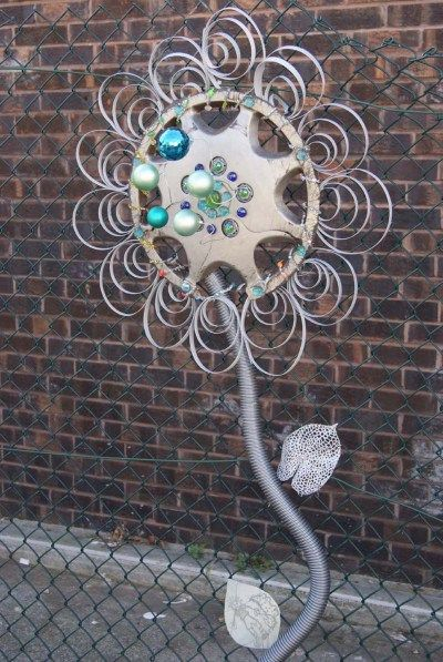 hubcap flowers!!  this would look great with my metal repurposed garden collection