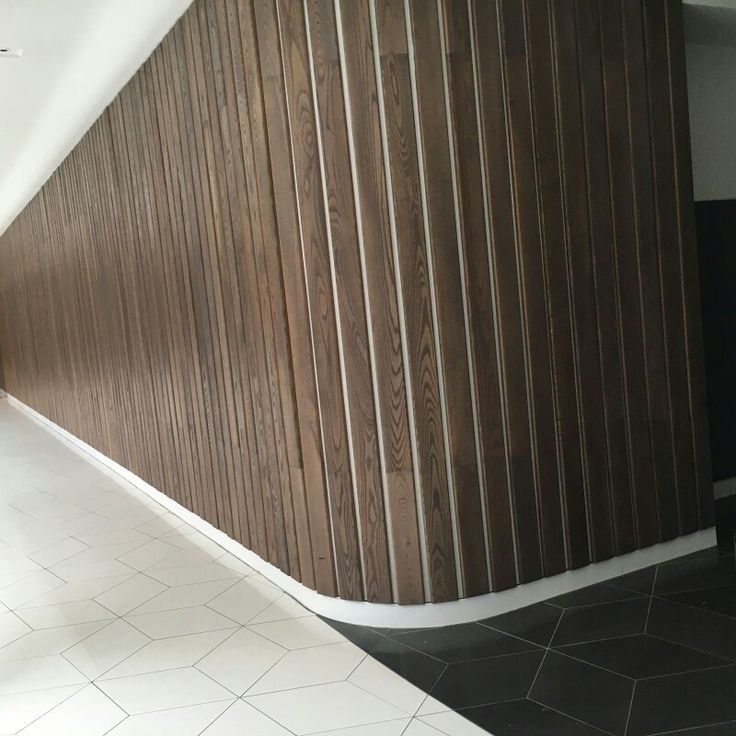 PHOTO 3: The wood wall brings out line work, creating a repetition and style. It is finished in a very sharp way.