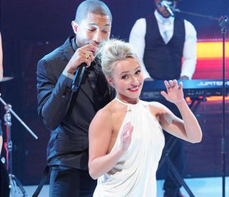 """Hayden Panettiere Dances Sexy with Pharrell & Robin Thicke During """"Blurred Lines"""" Performance! [VIDEO] josalynmonet.com"""