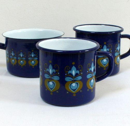 Mugs et casserole enamelware vintage 70s chez La Mère Lipopette lamerelipopette.com