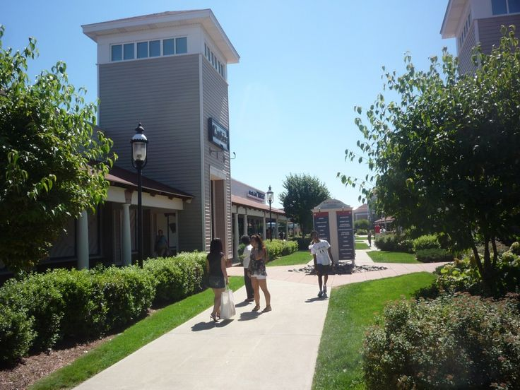 """Affordable #shopping tourism is a """"big sell"""" at the Wrentham Village Premium Outlets in Wrentham MA. http://visitingnewengland.com/blog-cheap-travel/?p=2472"""