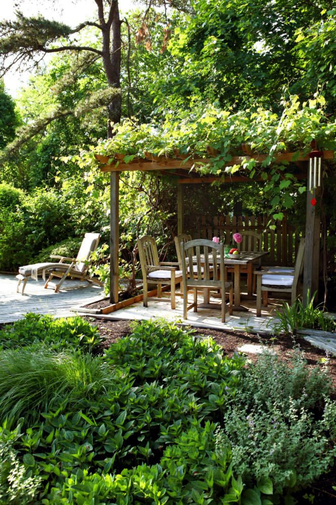 Natural Garden With A Covered Sitting Area Garden Nook Outdoor Gardens Cottage Garden