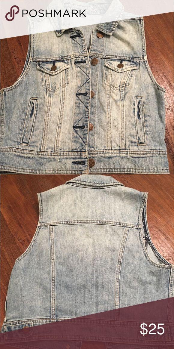 American Eagle 🦅 sleeveless denim jacket Worn once. American Eagle 🦅 sleeveless denim jacket. American Eagle Outfitters Jackets & Coats Vests