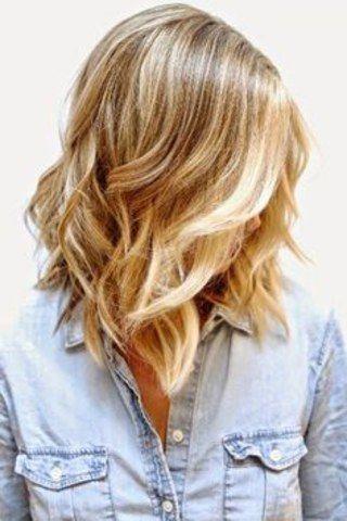 Più delicate delle beach waves, le flat waves sono delle onde piatte che movimentano la chioma senza intervenire sul volume, per ottenere capelli dall'effetto ondulato naturale...