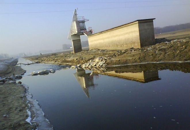 Mudness Run takiego biegu jeszcze nie było chyba nigdzie.  10 grudnia w Poznaniu odbędzie się bieg, którego uczestnicy będą biec po dnie jeziora Malta. To możliwe, ponieważ raz na cztery lata woda jest spuszczana z jeziora, aby można było je oczyścić.Woda jest spuszczana zwykle na przełomie października i listopada. Ubywa jej w tempie kilku …
