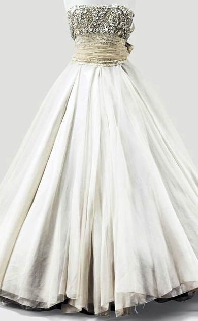 459 best images about 1950 39 s fashion on pinterest 1950s for Couture a valenciennes