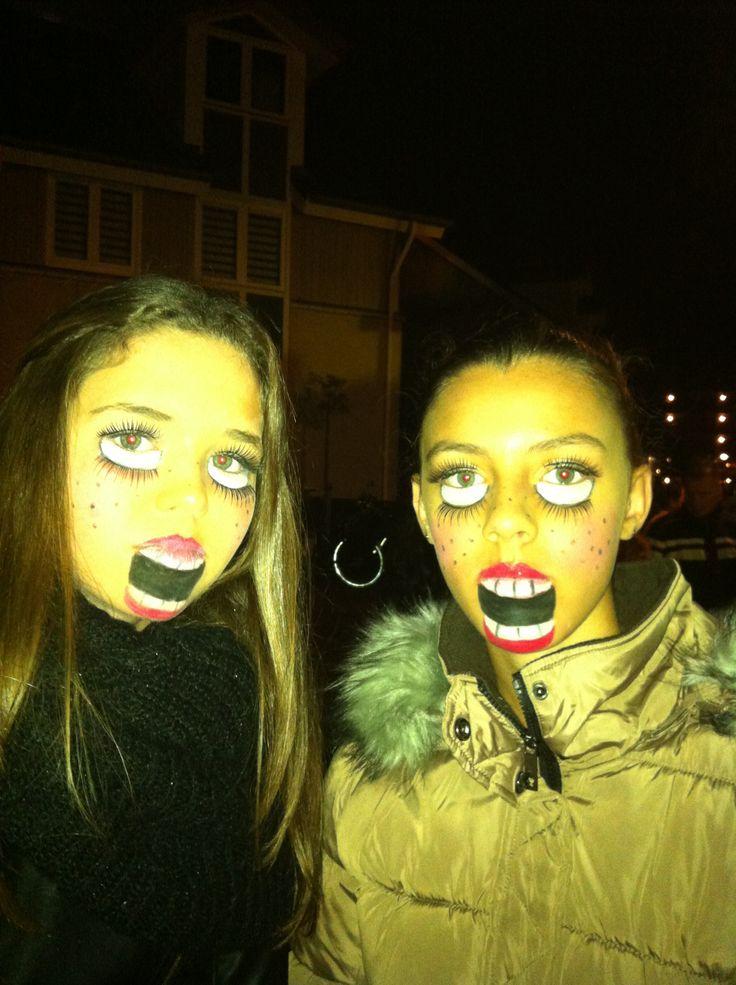 Sara en Fabienne als enge poppen Halloween