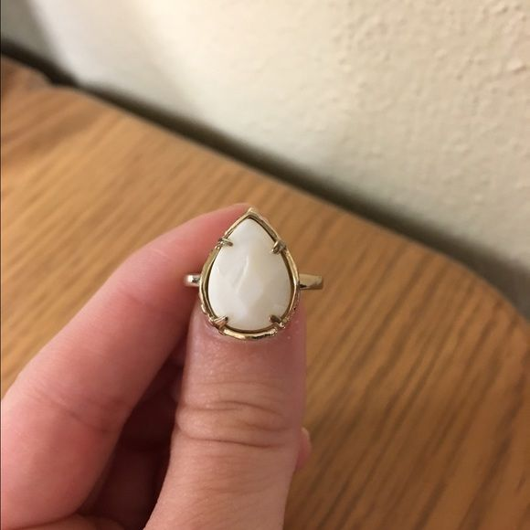 Kendra Scott ring Kendra Scott daisy ring in white! size 6.5. it's in really good condition! open to offers! Kendra Scott Jewelry Rings