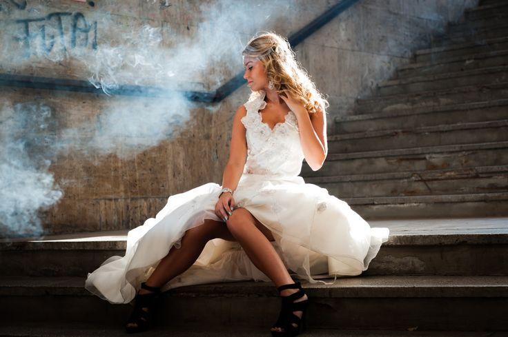 Traumsymbol: Hochzeit. Die Hochzeit ist einer der wichtigsten, wenn nicht sogar der bedeutsamste Tag im Leben vieler Menschen – immerhin steht dieses feierliche Ritual für eine Entscheidung, welche die Gemeinschaft der Eheleute meist nachhaltig verändert. Mehr unter http://www.astrozeit24.de/traumdeutung/hochzeit/