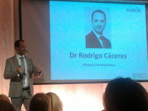 Dr Rodrigo Cáceres från Dermakliniken talade om medicinsk hudvård och kosmetiska behandlingar.