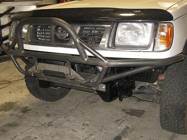 Tube Front Bumper Nissan Frontier & Xterra (1997-2004))