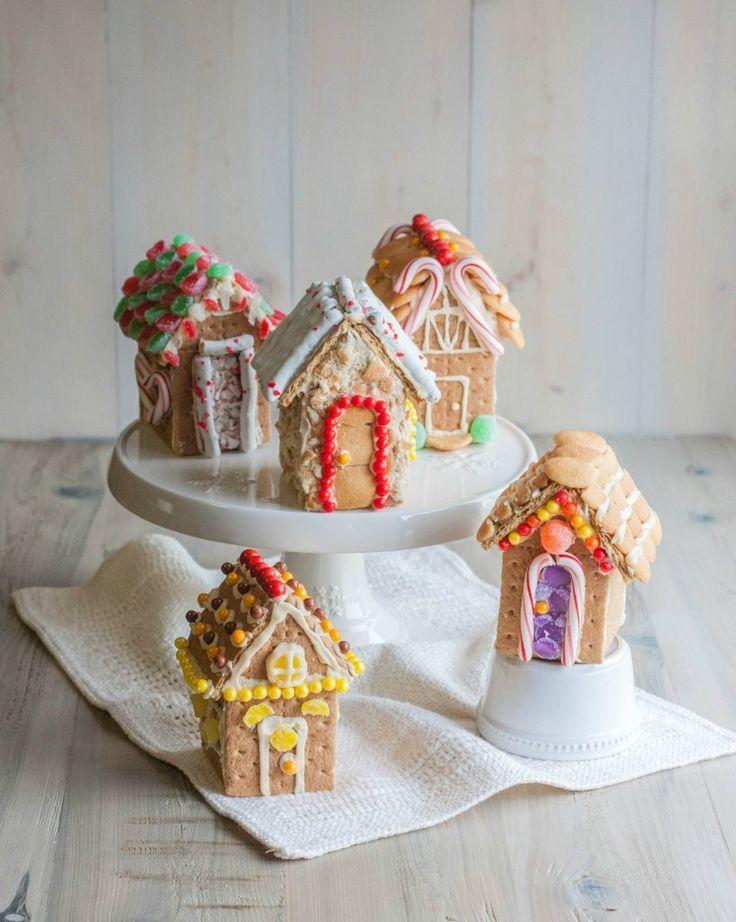 Mini gingerbread houses, mini graham cracker houses, gingerbread house village from @sweetphi